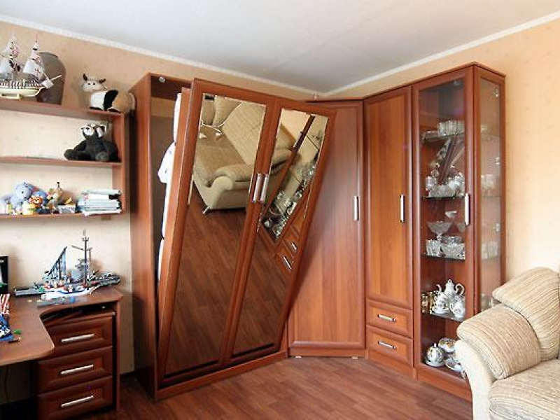 Откидная кровать в шкафу