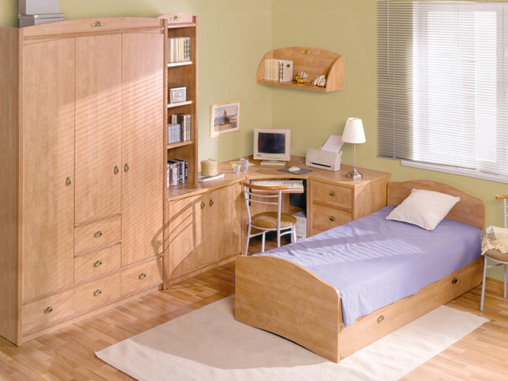 Угловой стол, шкаф и кровать