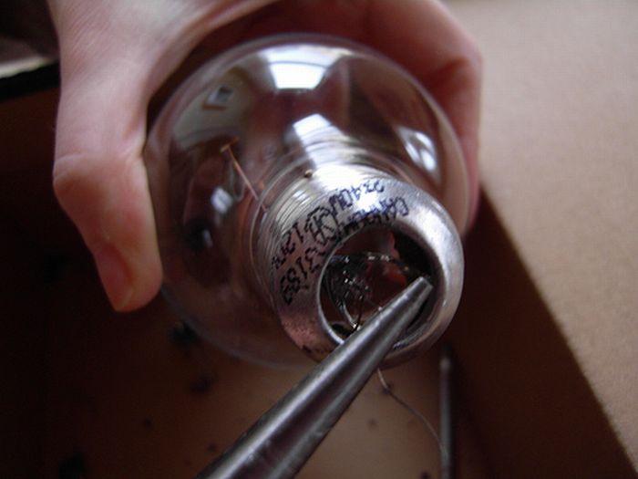 извлечение деталей из лампочки