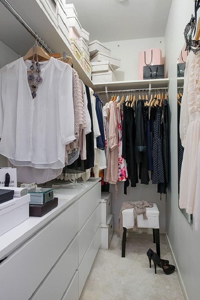 Дизайн гардеробной в светлых тонах