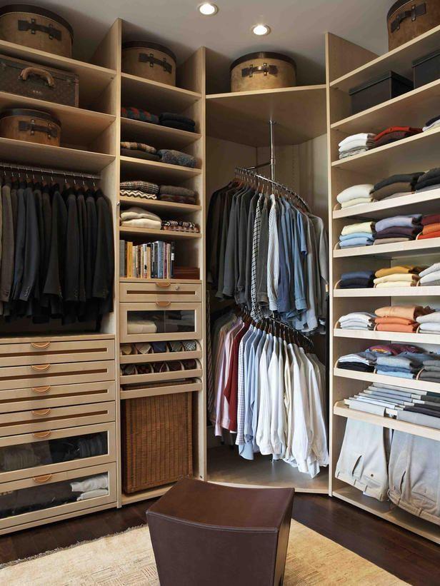 Просторная гардеробная из кладовки