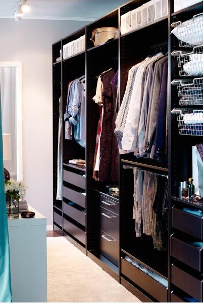 Дизайн гардеробной в тёмных тонах