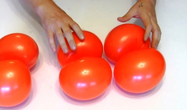 Мастер-класс по созданию тыквы из воздушных шаров на Хэллоуин. Шаг 4