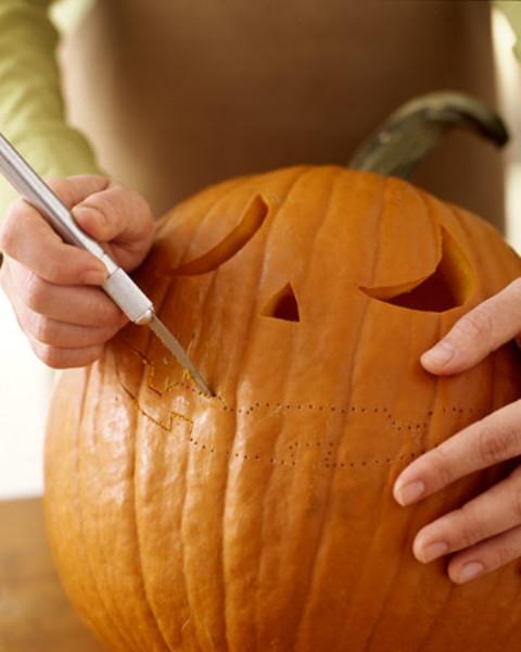 Мастер-класс по созданию поделки из тыквы с подсветкой на Хэллоуин. Шаг 4