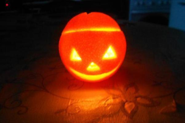 Подсвечник из апельсина к Хэллоуину