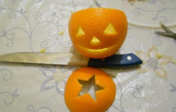 Мастер-класс по созданию подсвечника из апельсина на Хэллоуин. Шаг 3