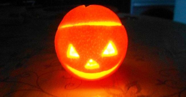 Мастер-класс по созданию подсвечника из апельсина на Хэллоуин. Шаг 4