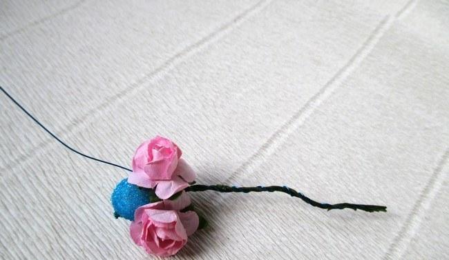 Мастер-класс по созданию венка из искусственных цветов с декоративными бусинами. Шаг 2