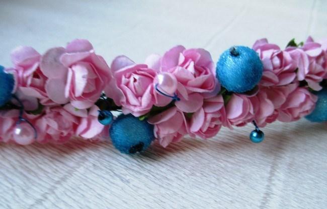 Мастер-класс по созданию венка из искусственных цветов с декоративными бусинами. Шаг 5