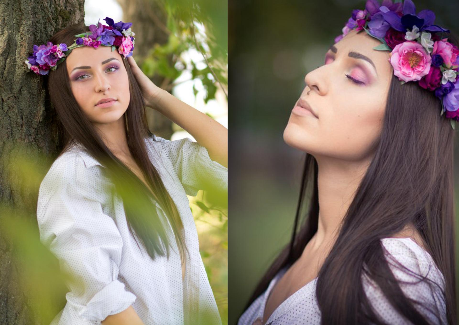 Девушка в венке из различных искусственных цветов