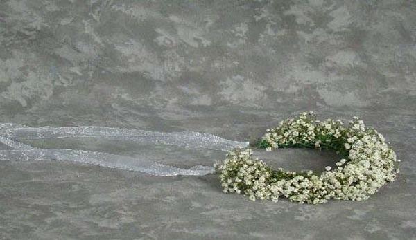 Готовый венок из маленьких цветов