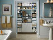 Открытый шкаф в ванной комнате
